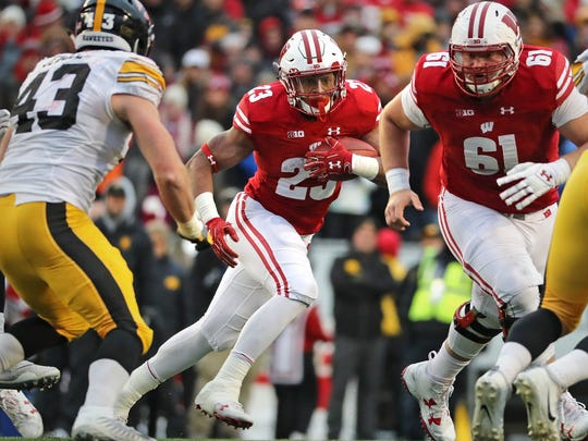 Wisconsin Badgers running back Jonathan Taylor (23) looks for an opening in the first half.