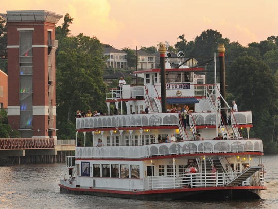 Enjoy dinner, live entertainment and a scenic cruise