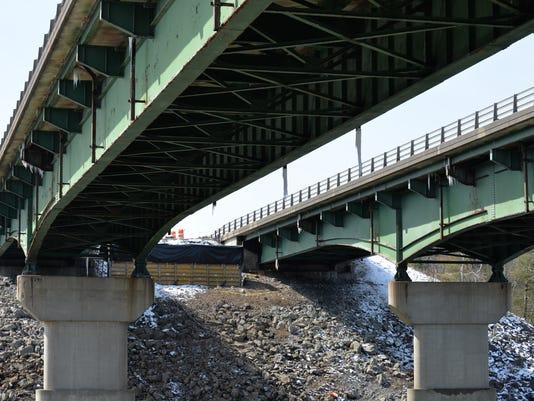 -BUR 0418 I89 Bridge Work 04.JPG_20140417.jpg
