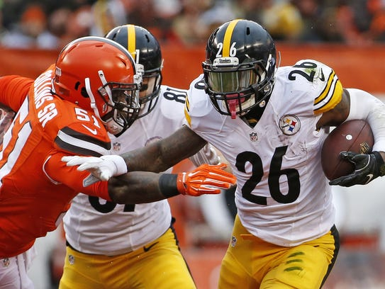 Pittsburgh Steelers running back Le'Veon Bell (26) stiff-arms Cleveland Browns outside linebacker Jamie Collins (51) during the first half of an NFL football game in Cleveland, Sunday, Nov. 20, 2016. (AP Photo/Ron Schwane)