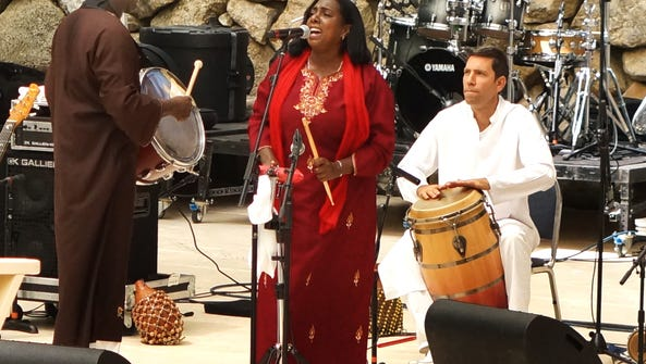 Los Hermanos Arango, featuring vocalist Cristina Arango,