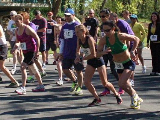 -runners starting line.JPG_20140331.jpg