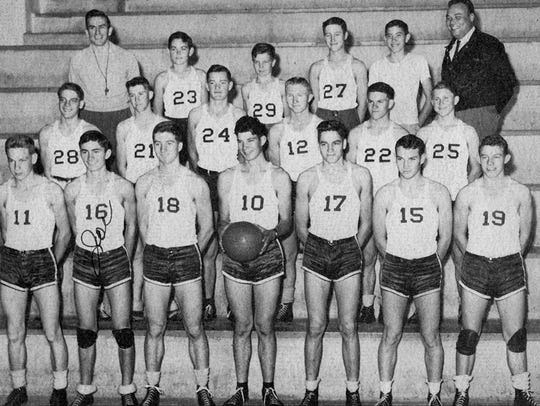 The Lake View boys basketball team from 1947 won district,