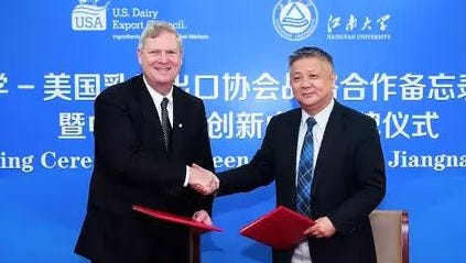 USDEC President and CEO Tom Vilsack signed a memorandum of understanding on March 30 formalizing the partnership between the U.S. Dairy Export Council and China's Jiangnan University.