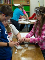 Wisconsin Rapids elementary students work on a science