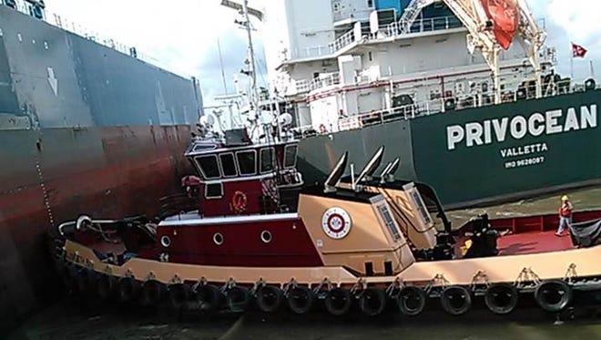 Ships collide on Mississippi River