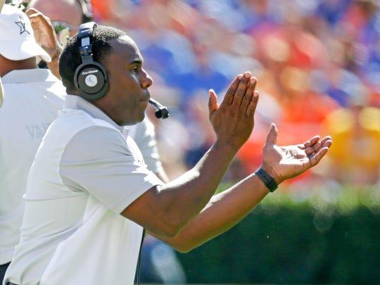 Vanderbilt coach Derek Mason encourages his team against Florida on Nov. 7, 2015.