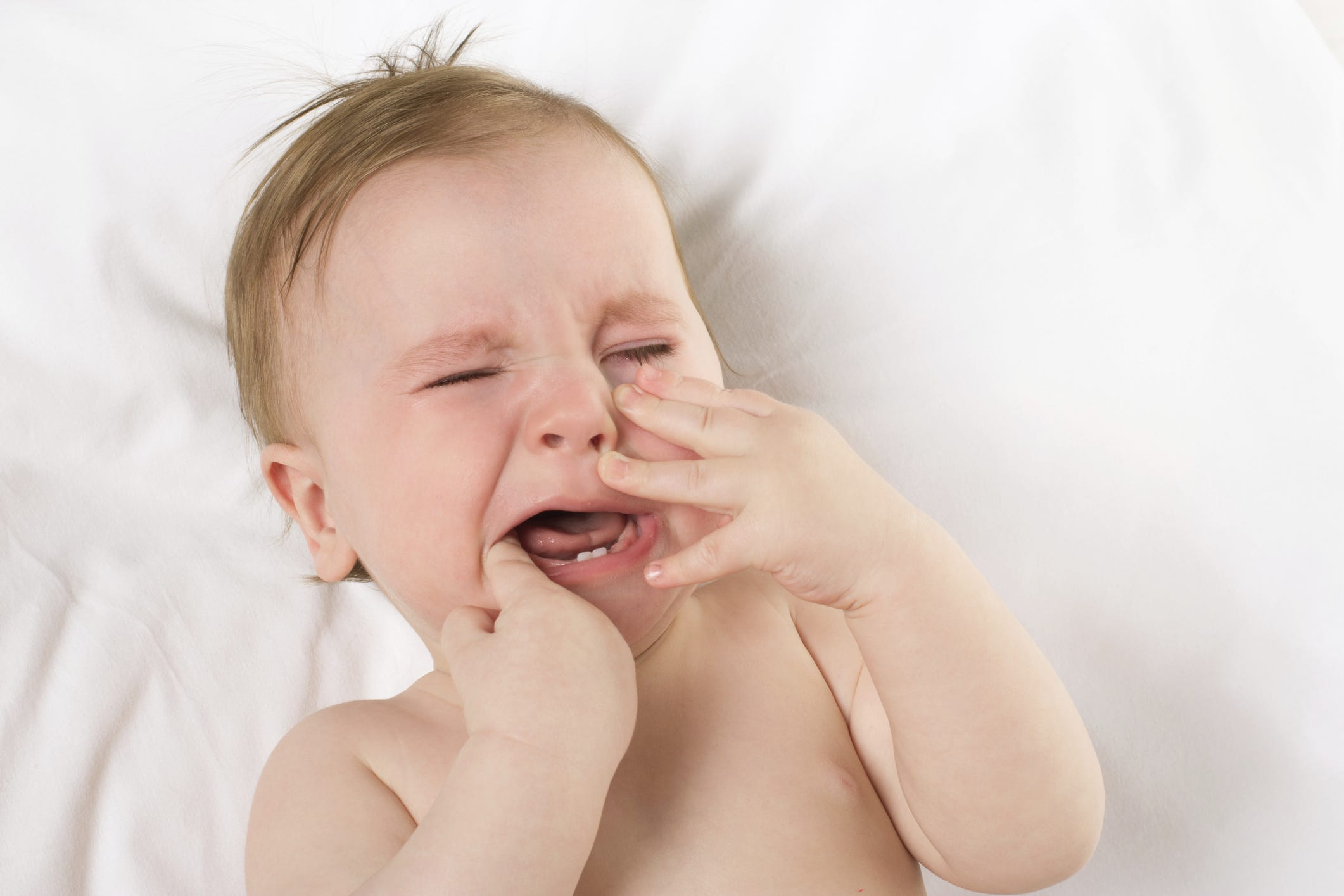 The rates of teething in children under one year and older: the order of appearance of the first teeth in infants with patterns and terms for the eruption of milk and permanent teeth according to Komarovsky 17