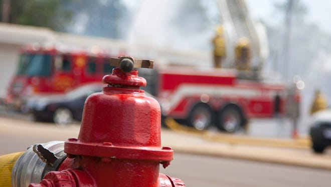 Fire displaces 10 in apartment building