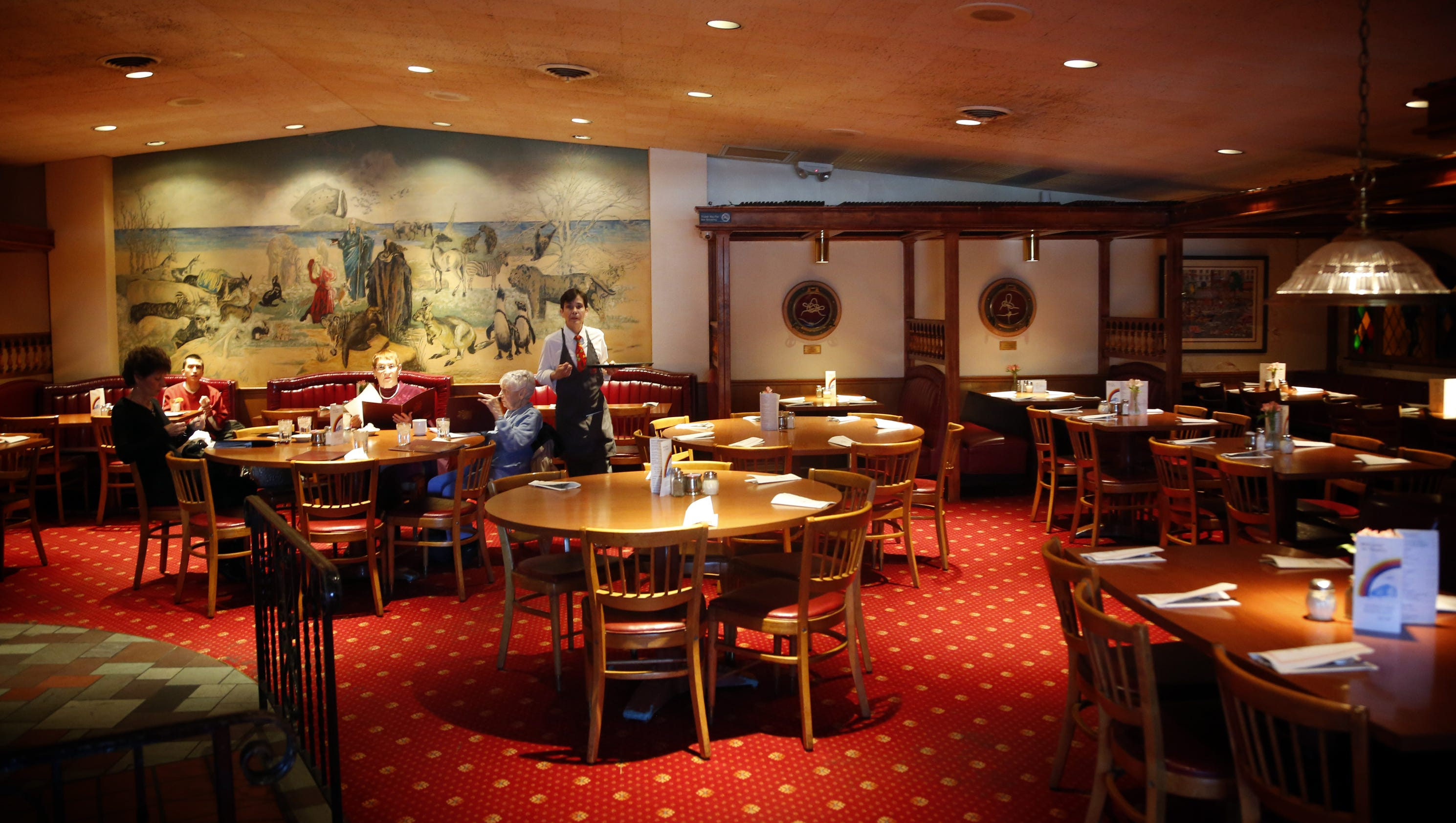11 classic des moines restaurants to keep on your dining