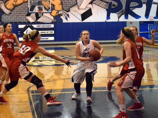 Fort Defiance's Meredith Lloyd, center, has her eyes