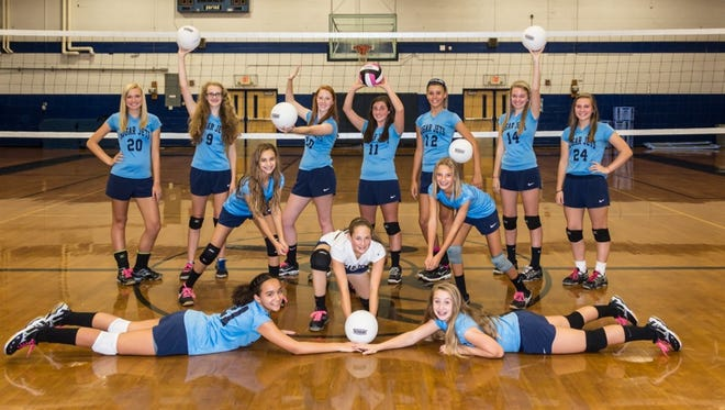 The Enka Middle School volleyballl team.