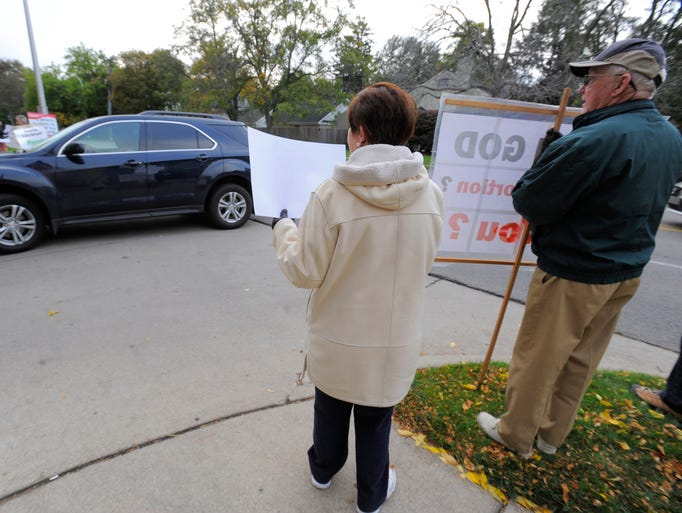 Vehicles enter the drive way as anti-abortion activists