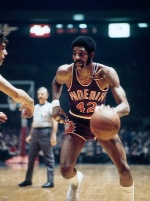 Nov 16, 1971: Phoenix Suns center Connie Hawkins (42) in action against the New York Knicks at Madison Square Garden.