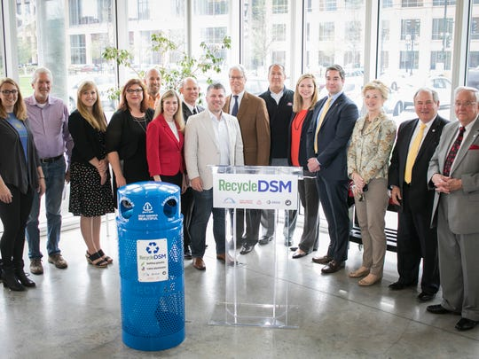 Des Moines introduces new downtown recycling program.