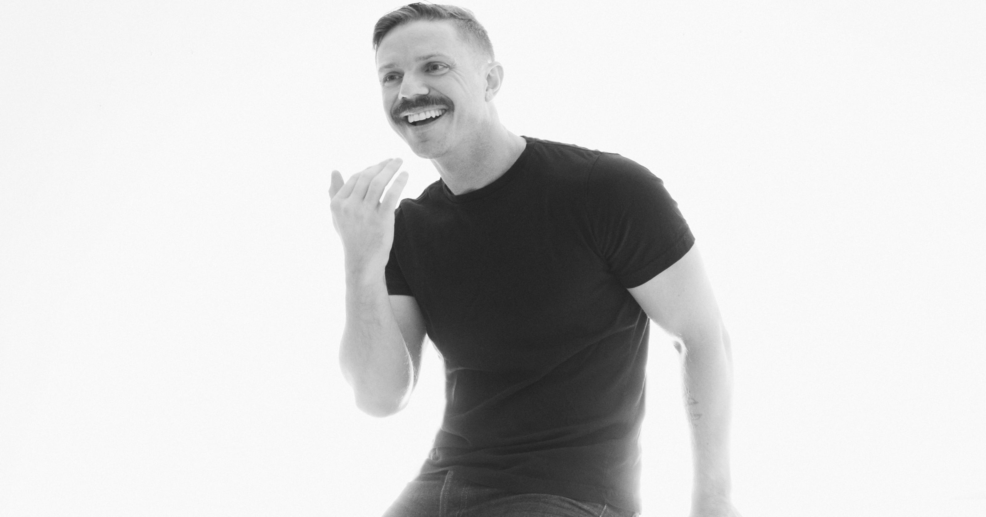 Yes, that's the Scissor Sisters' Jake Shears in line behind