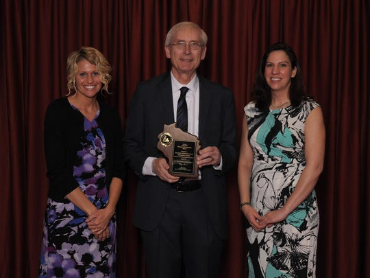 Hawthorn Hills teacher Kathy Wiechmann accepts the award from State Superintendent Tony Evers with Principal Angie Lloyd.
