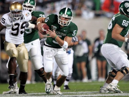 Drew Stanton runs in the first quarter against Notre Dame on Saturday Sept. 23, 2006.