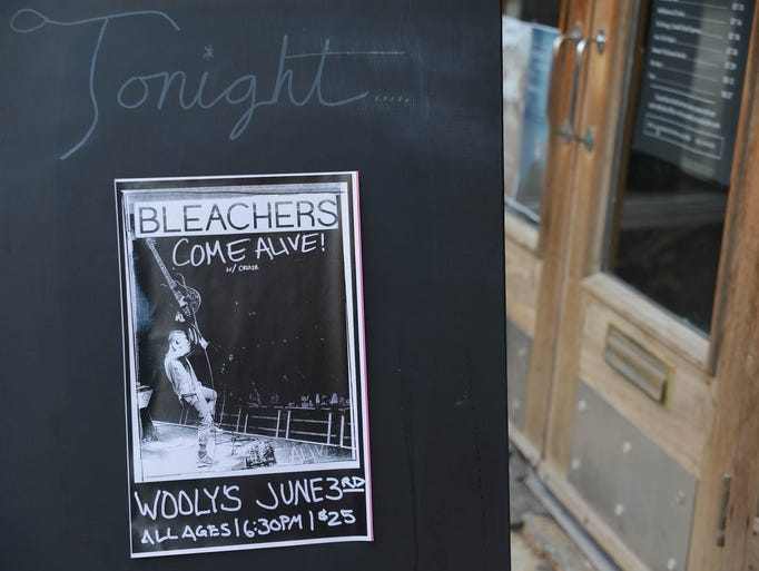 A sold out crowd for Bleachers & Cruisr at Wooly's