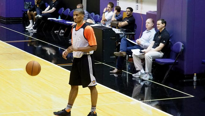 Gary Payton II of Oregon State participates in the Suns predraft workouts on Friday, May 20, 2016 as managing partner Robert Sarver and general manager Ryan McDonough looks on.