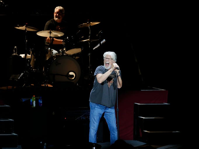 """Bob Seger & the Silver Bullet Band perform """"Roll Me"""