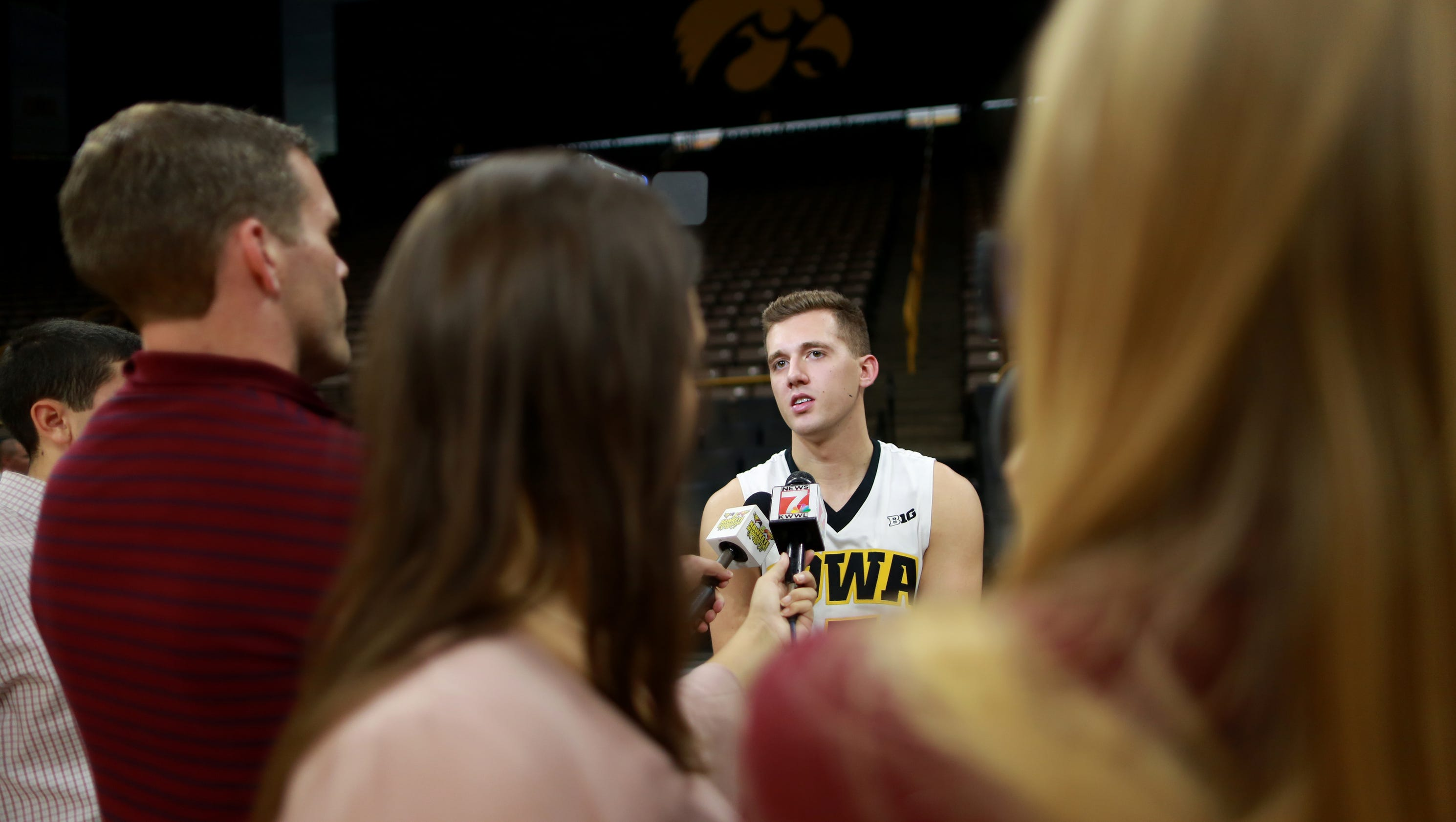 636437714427122934-171016-01-iowa-mens-basketball-media-day-ds