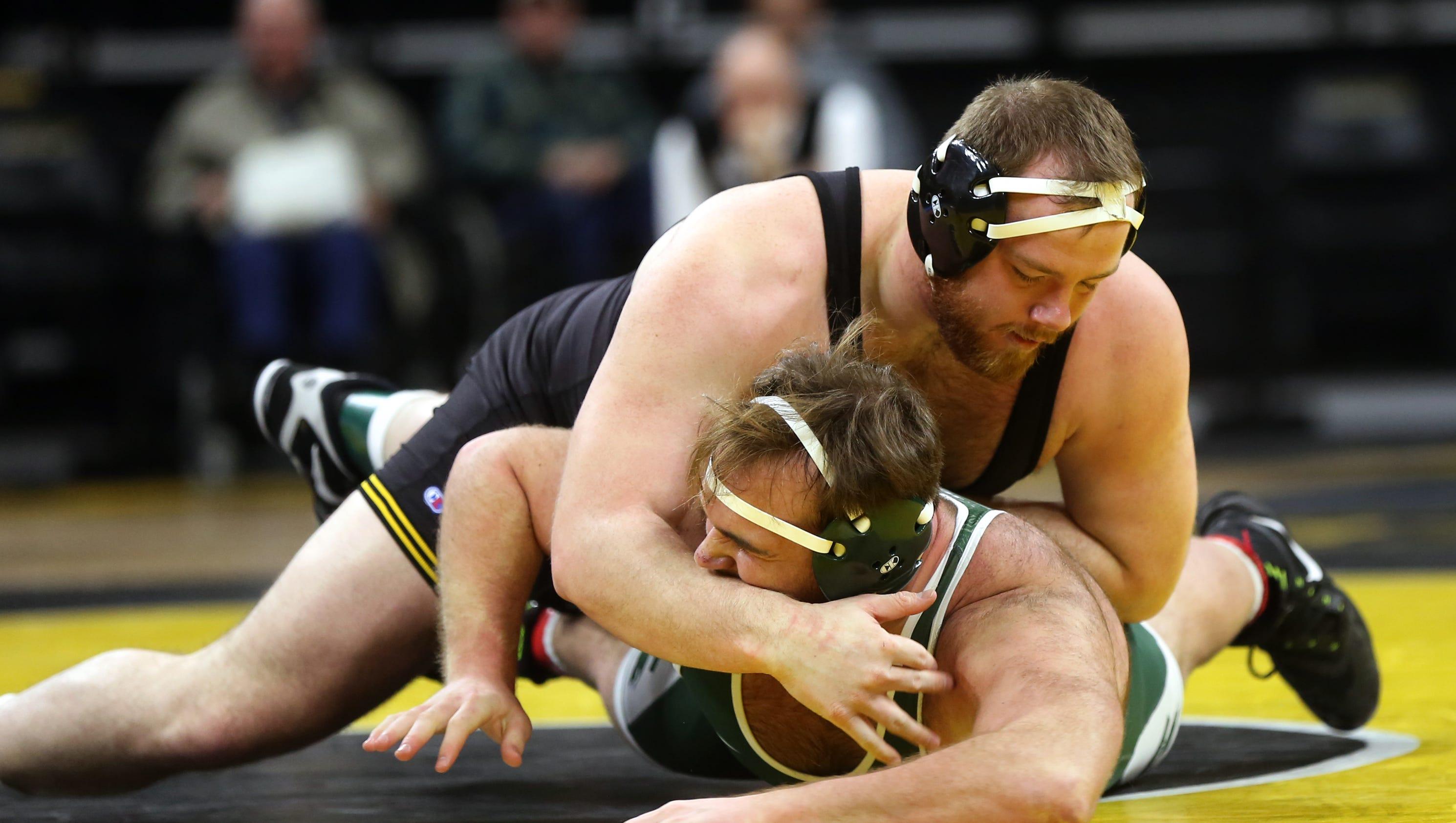 636507856107341288-180105-17-iowa-vs-michigan-state-wrestling-ds