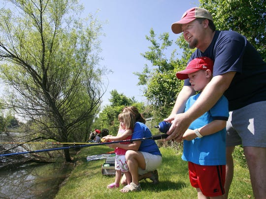SNLBrd_05-31-2012_NewsLeader_1_C003--2012-05-30-IMG_fishing.MAIN.jpg_1_1_3R1