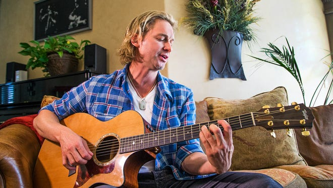 Former Cincinnati Reds pitcher and local musician Bronson Arroyo will help judge CincySings talent competition.