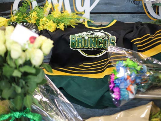 d02795565 Humboldt Broncos tragedy tribute from nation s hockey community