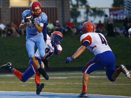 Glendale wide receiver Von Oeser (8) catches a touchdown