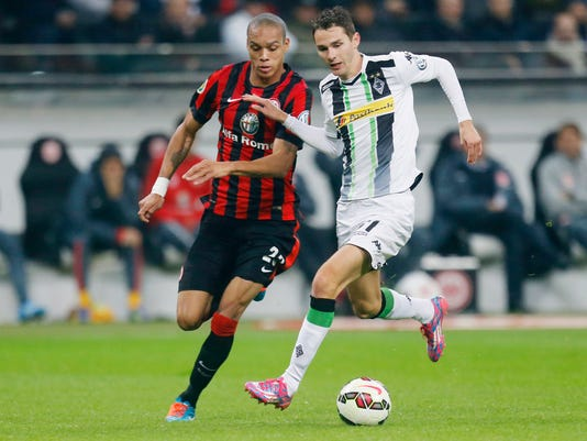Frankfurt's Anderson from Brazil, left, and Moenchengladbach's Branimir Hrgota from Sweden challenge for the ball during a second round match of the German soccer cup between Eintracht Frankfurt and Borussia Moenchengladbach in the Commerzbank Arena in Frankfurt, Germany, Wednesday, Oct. 29, 2014. (AP Photo/Michael Probst)