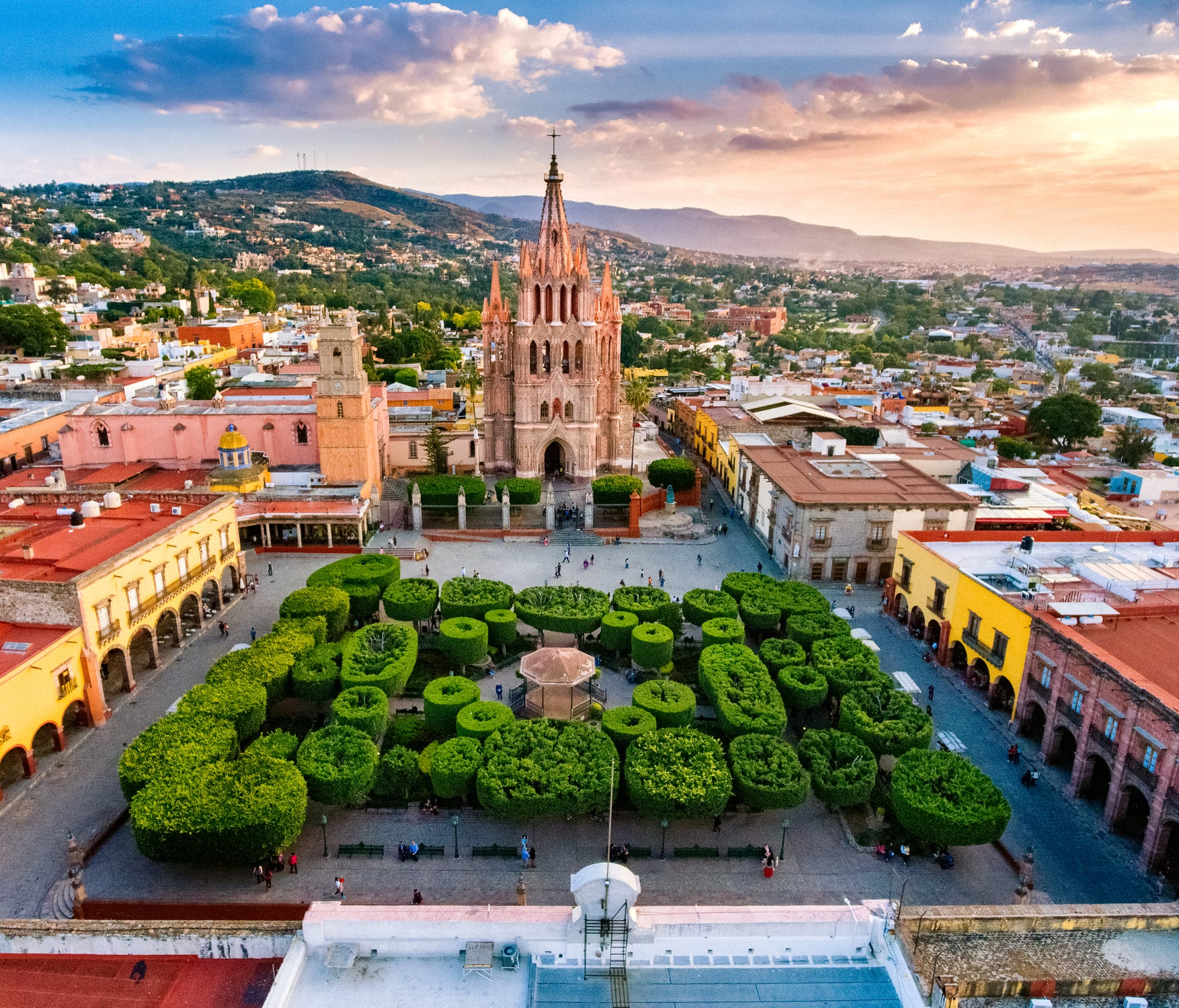 San Miguel de Allende: San Miguel de Allende is one of the safest places in Mexico, as evidenced by its popularity with expats. This UNESCO World Heritage Site is situated almost right in the middle of Mexico and offers cobblestone streets, Spanish c