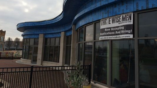 An opening date has been set for the downtown Muncie Thr3e Wise Men restaurant.