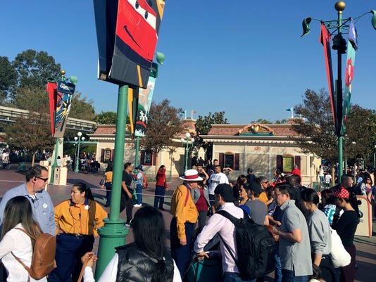 AP DISNEYLAND POWER OUTAGE A USA CA