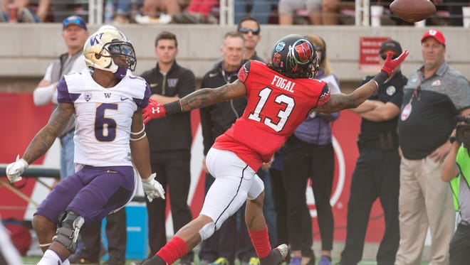 Utah defensive back Jordan Fogal, who plans to transfer to CSU for his final two seasons of college football, can't quite intercept  a pass intended for Washington's Chico McClatcher during an Oct. 28 game in Salt Lake City.