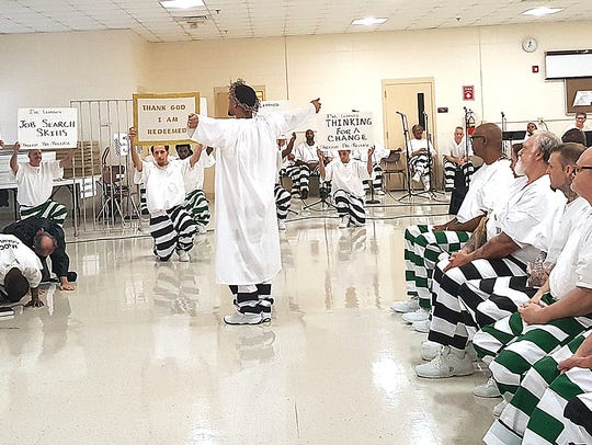 Inmates do a presentation at the first pre-release