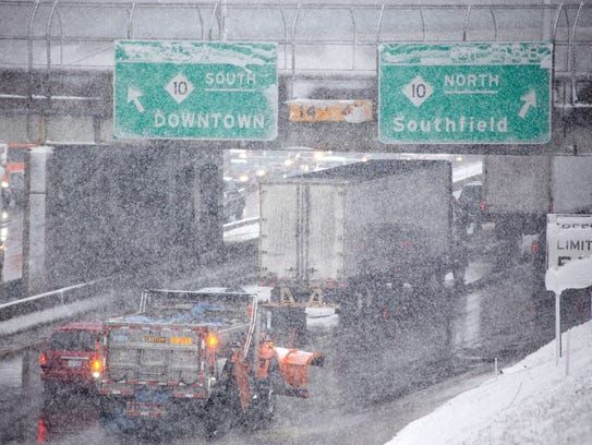 Traffic becomes heavy on I-94 westbound in Detroit