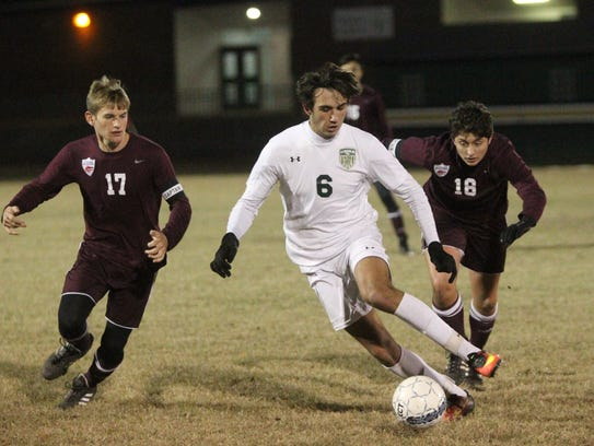 Lincoln's Gavin Mott-Smith tries to move past Chiles'