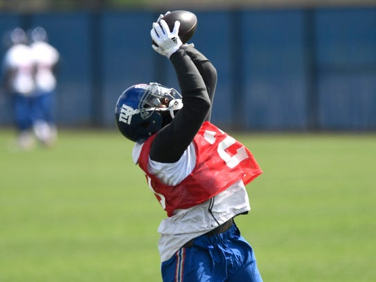 New York Giants safety Landon Collins (21) makes a