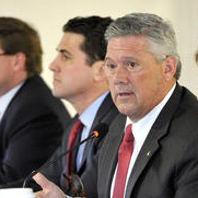 Nashville mayoral candidates Charles Robert Bone, far