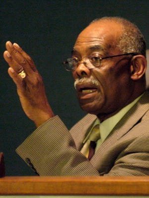 Former Hinds County Supervisor George Smith presides over a special meeting on redistricting. (FILE PHOTO)
