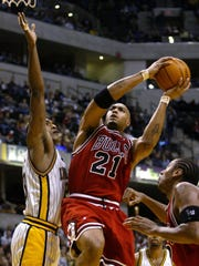 Marcus Fizer, right, seen during a 2002 Chicago Bulls