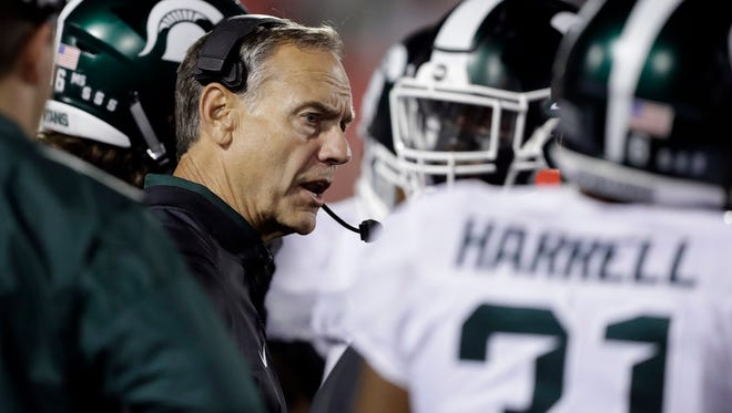 Michigan State football coach Mark Dantonio talks with his team against Indiana on Saturday, Oct. 1, 2016, in Bloomington, Ind.
