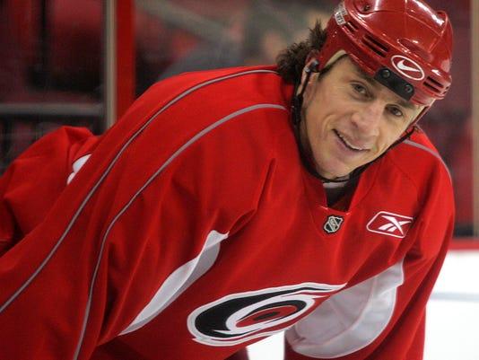Hurricanes_Brind'Amour_Home_Hockey_79760.jpg