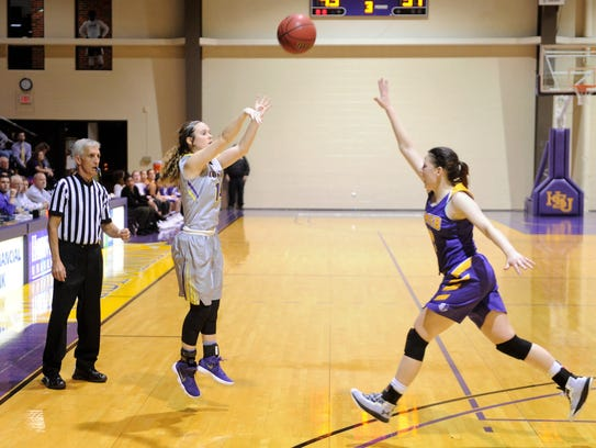 Danie Mabry takes a 3-point shot during Hardin-Simmons'