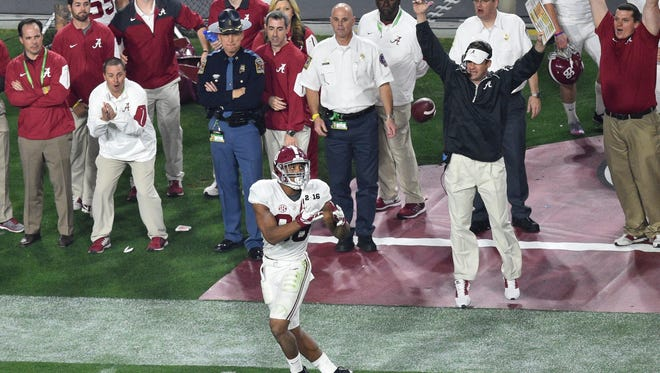 Alabama tight end O.J. Howard (88) makes a catch for a touchdown as offensive coordinator Lane Kiffin celebrates during the third quarter against the Clemson in the national championship game.