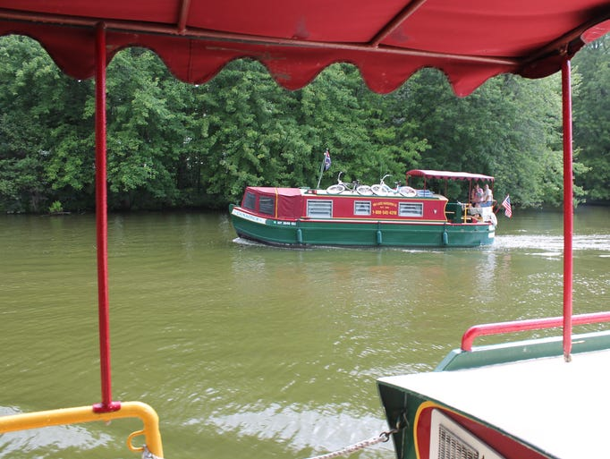 <p>The canal boats cruise at about 6 m.p.h. providing a scenic view along the Erie Canal.</p>