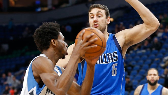 Minnesota Timberwolves' Andrew Wiggins, left, drives around Dallas Mavericks' Andrew Bogut during the first quarter of an NBA basketball game Monday, Jan. 9, 2017, in Minneapolis. (AP Photo/Jim Mone)
