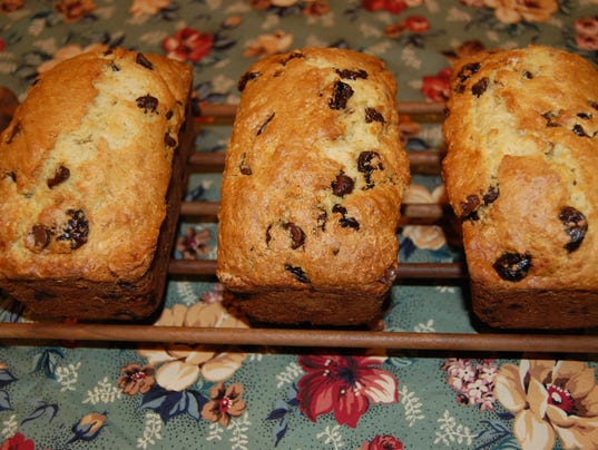 636511749084059880-Dried-Cherries-and-Chocolate-Quick-Bread.JPG